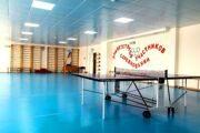 Теннисный стол в спортивном зале